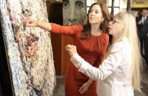 Princesse Mary : Rayonnante et curieuse face à son portrait en collages