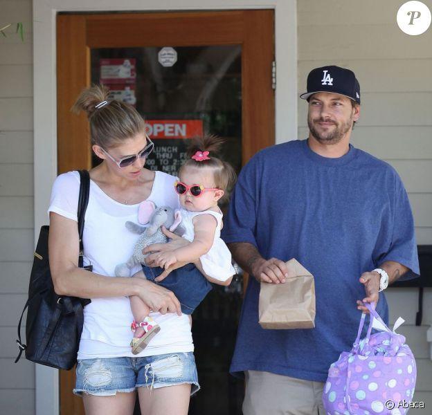 Kevin Federline, sa compagne Victoria Prince et leur fille Jordan, à Los Angeles le 31 mai 2012