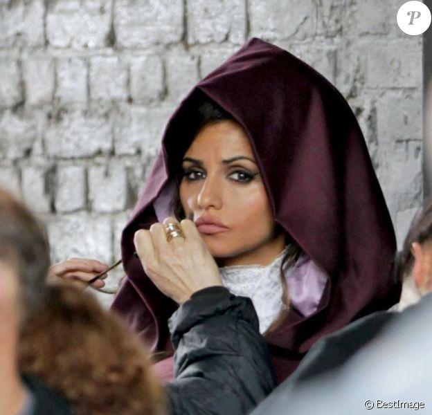 Monica Cruz est la nouvelle égérie de la marque anglaise Angent Provocateur. Elle est ici sur le tournage top secret de sa première campagne, à Londres, le 16 mai 2012.