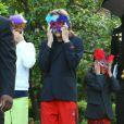 Les enfants de Michael Jackson masqués, à Los Angeles, le 19 mai 2009.