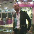 Kévin face au distributeur d'indices dans le troisième prime de Secret Story 6, vendredi 8 juin 2012 sur TF1