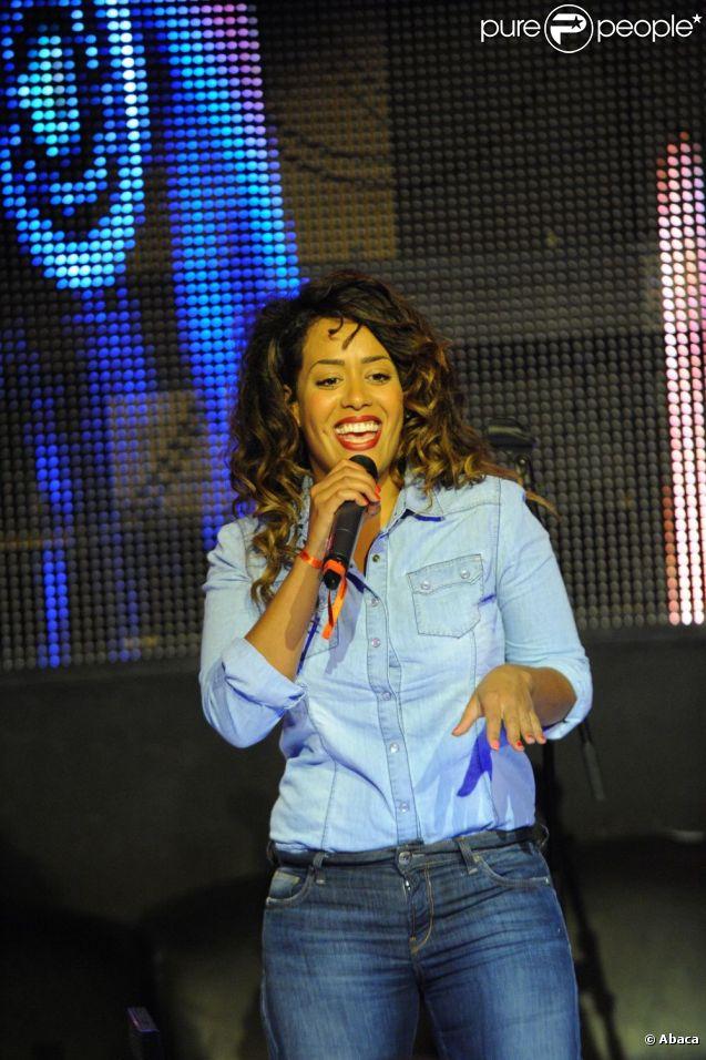 Amel Bent lors du concert pour Les Petits Anges de la Vie, au VIP ROOM de Jean-Roch, à Paris le 10 juin 2012