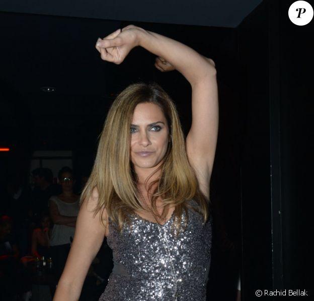 Clara Morgane en plein show au Six Seven à Paris en juin 2012