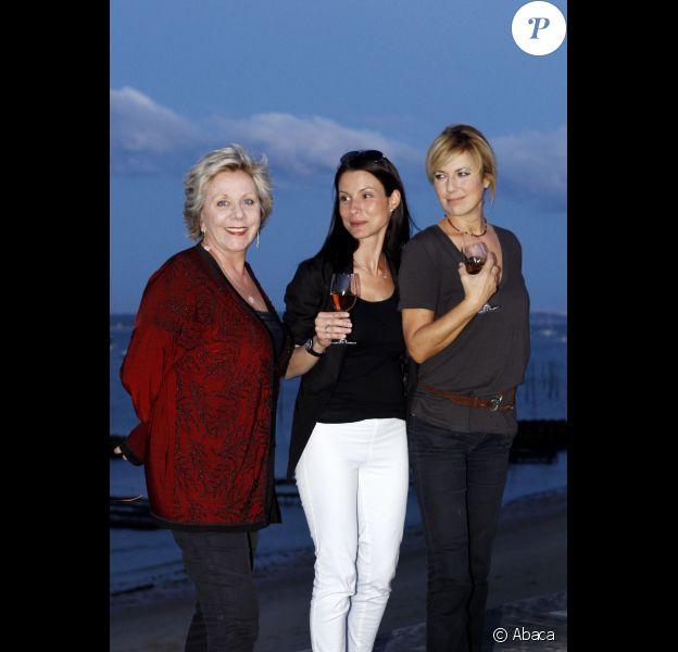 Natacha Amal, Francoise Laborde et Jennifer Lauret lors d'une dégustation des vins Rosés de Bordeaux au Cap Ferret le 15 juin 2012