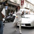En amoureux, Kanye West et Kim Kardashian se promènent à Paris le 19 juin 2012