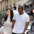 Très amoureux, Kim Kardashian et Kanye West vont faire du shopping chez Colette, à Paris le 19 juin 2012