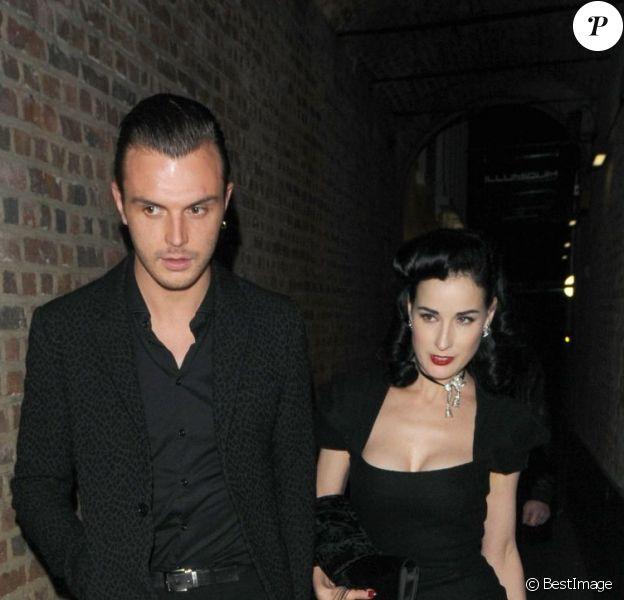 Dita Von Teese et Theo Hutchcraft à la sortie de The Arts Club à Londres, le 19 juin 2012.