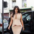 Kim Kardashian sublime fait du shopping en solitaire à Paris le 20 juin 2012