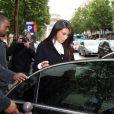 Kanye West et sa chérie Kim Kardashian sortent du restaurant La Villa, à Paris le 21 juin 2012