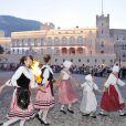 Danseuses et danseurs célébrant la Fête de la Saint Jean à Monaco le 23 juin 2012