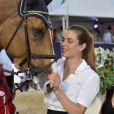 """""""Charlotte Casiraghi a remis au cavalier britannique Ben Maher et à son cheval Aristo leur récompense pour leur victoire dans le Prix Fédération Equestre de Monaco, le 28 juin 2012."""""""