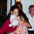 Katie Holmes emmène sa fille Suri manger une glace le 3 juillet 2012 à New York. Le couple Holmes/Cruise a annoncé sa séparation vendredi 29 juin 2012