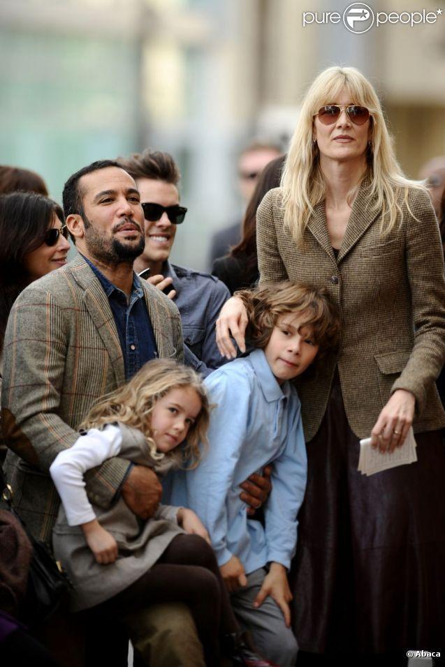 Laura Dern et Ben Harper avec leurs enfants Ellery et Jaya, à Los Angeles, le 16 décembre 2009.