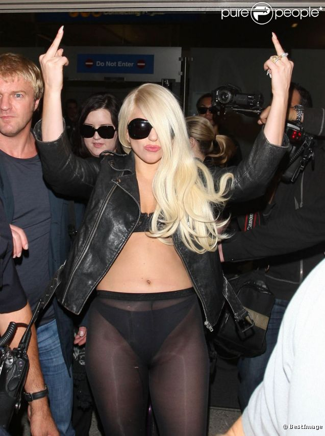 Lady Gaga à l'aéroport de Los Angeles, le 9 juillet 2012.
