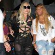 Lady Gaga et une amie à la sortie d'un restaurant de Beverly Hills, le 10 juillet 2012.
