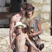 Elle Macpherson : Aventurière en bikini avec son fils, elle s'essaie à la pêche