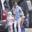 Julia Roberts a entraîné son mari Daniel Moder, ses jumeaux Phinnaeus et Hazel et le petit dernier Henri à Hawaï le 10 juillet 2012