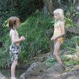 Les jumeaux Phinnaeus et Hazel profitent de leurs vacances à Kauai le 12 juillet 2012 pendant que Julia Roberts se repose