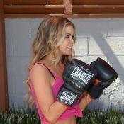 Carmen Electra, une boxeuse ultrasexy dans un legging en lycra