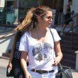 Selena Gomez, sexy en mini-short mais pas stylée avec ses bottes, sort du restaurant Yamato. Los Angeles, le 24 juillet 2012.