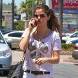Selena Gomez arrive au restaurant Yamato pour y déguster quelques sushis. Los Angeles, le 24 juillet 2012.