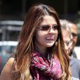 Selena Gomez nous gratifie d'une petite grimace à sa sortie du restaurant Panera Bread dans le quartier d'Encino, où elle y petit-déjeunait avec des membres de sa famille. Los Angeles, le 24 juillet 2012.