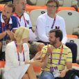 La venue du prince Guillaume de Luxembourg à la piscine des JO de Londres a donné le sourire à la princesse Mette-Marit de Norvège, le 28 juillet 2012.