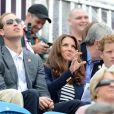 Kate Middleton et le prince William à Greenwich Park avec le prince Harry le 31 juillet 2012 pour voir Zara Phillips glaner sa première médaille olympique.