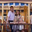 Le prince Felipe et la princesse Letizia en vacances à Palma de Majorque le 6 août 2012 avec leurs filles les princesses Leonor et Sofia.