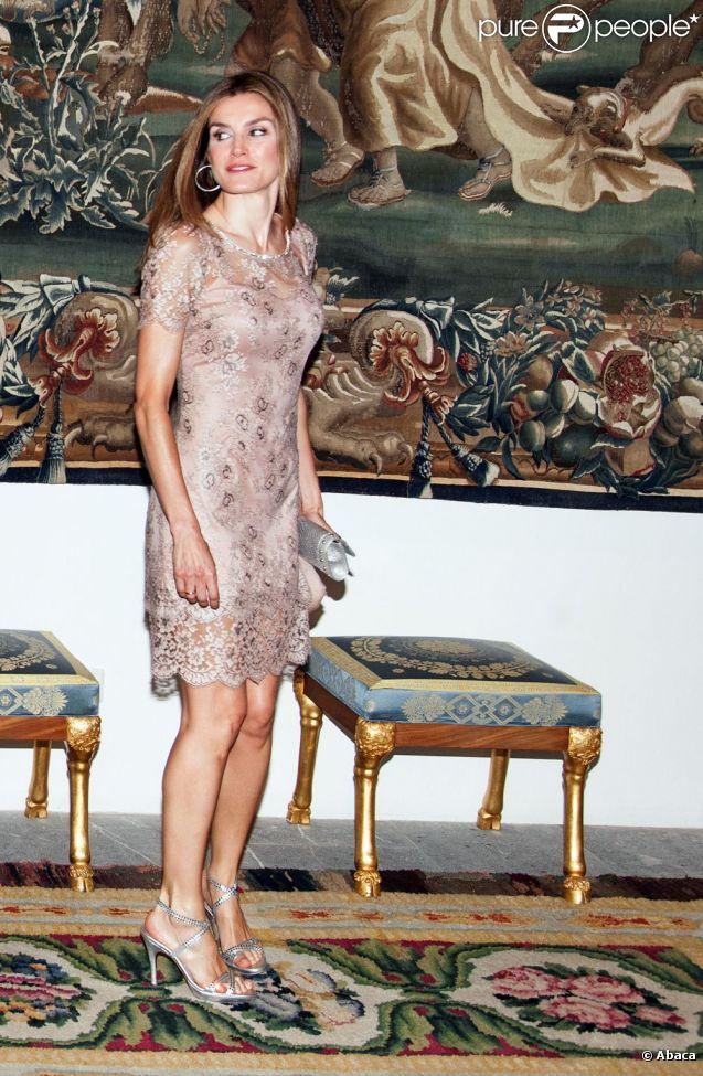Princesse letizia sexy avec felipe et le couple royal au for Code de robe de mariage de palais de justice