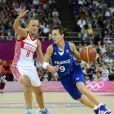 Céline Dumerc, capitaine emblématique et électrique... Moment historique pour le basket français, le 9 août 2012 aux JO de Londres : les Bleues de Pierre Vincent, sous la houlette de Céline Dumerc, surclassent la Russie (81-64) et se qualifient pour leur première finale olympique.