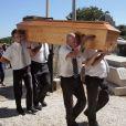 Obsèques du journaliste français Michel Polac, dans le village de Cabrerolles, le 10 août 2012 en présence de sa famille