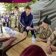 David Beckham, entouré de militaires, au parc olympique de Stratford, le vendredi 10 août 2012.