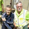 David Beckham rencontre le personnel de sécurité des Jeux Olympiques de Londres au parc olympique de Stratford, le vendredi 10 août 2012.