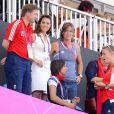 Kate Middleton, sexy en top sans manches et jupette, a eu l'occasion de bondir de joie une foie de plus aux JO de Londres, vendredi 10 août 2012, grâce à la médaille de bronze décrochée par les hockeyeuses britanniques face à la Nouvelle-Zélande.