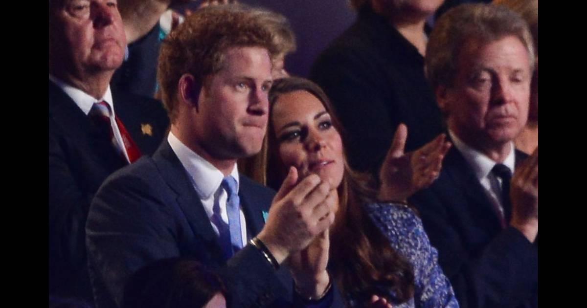 Le prince harry second par kate middleton tait le principal repr sentant de la famille - Symbole representant la famille ...