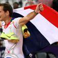 Renaud Lavillenie est devenu vendredi 10 août 2012 aux JO de Londres le premier champion olympique de l'athlétisme français depuis Jean Galfione en 1996, en remportant le concours de saut à la perche avec une barre à 5m97.