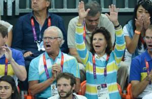 JO - Le roi Carl XVI Gustaf et la reine Silvia à la hauteur devant France-Suède
