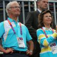 Le roi Carl XVI Gustaf de Suède et la reine Silvia lors de la finale de handball masculin France-Suède aux Jeux olympiques de Londres le 12 août 2012.