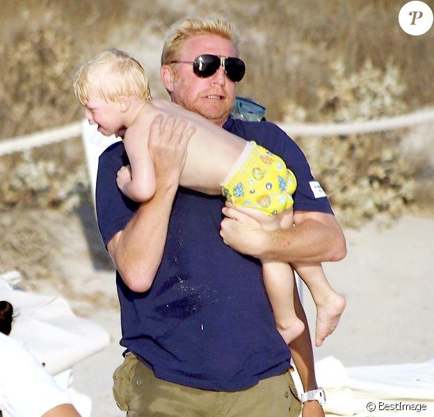 Boris Becker profite de son petit Amadeus en vacances en famille à Formentera le 13 août 2012