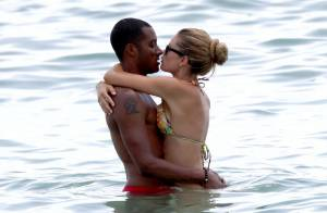 Doutzen Kroes et son mari : Passion, bisous et journée câline sur la plage !