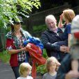 Julia Roberts, ses charmantes têtes blondes et son fidèle ami Mick Devine visitent le Pirate Adventure Park à Westport, le 14 août 2012.