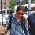 Katie Holmes et sa fille Suri font du shopping dans les rues de New York, le 20 août 2012 - La petite fille est tout de rose vêtue