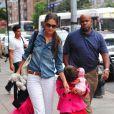 Katie Holmes et sa fille, l'adorable Suri, font du shopping dans les rues de New York, le 20 août 2012