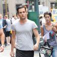 Penn Badgley arrive sur le plateau de tournage de Hunger Game en plein coeur de New York le 21/08/2012