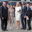 Marius Borg avec le couple royal et le couple héritier en août 2011.   Marius Borg, le fils de 15 ans de la princesse Mette-Marit de Norvège, a été prié d'arrêter de publier des photos personnelles sur Internet, notamment via Instagram, pour des raisons de sécurité.