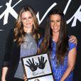 Alicia Silverstone auprès de son amie Alanis Morissette intronisée au Guitar Center's RockWall de Los Angeles, le 21 août 2012.