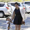Kim Kardashian, tata stylée du petit Mason avec qui elle se rend à la messe. Agoura Hills, le 26 août 2012.