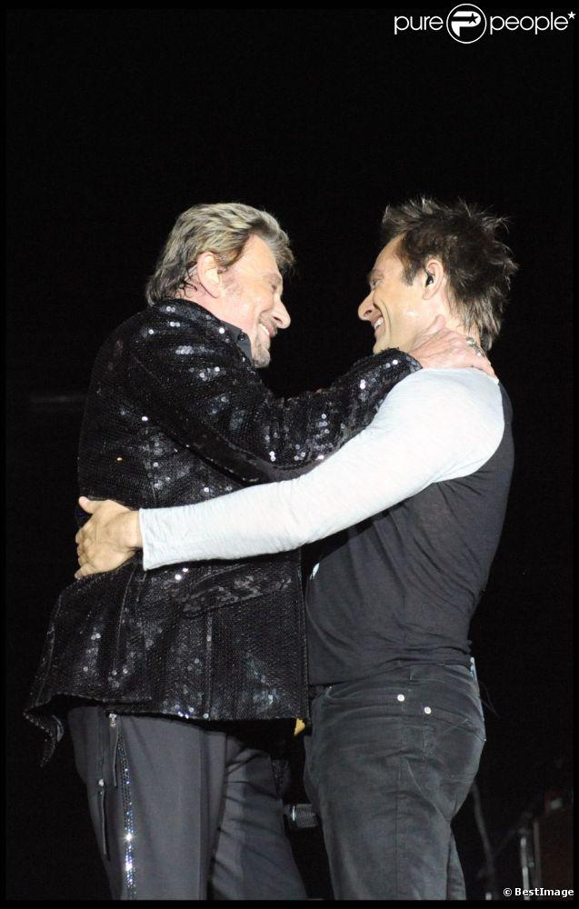 Johnny Hallyday et son fils David sur scène à Marseille, le 11 juillet 2009.