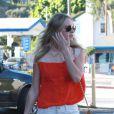 Exclusif - Kate Bosworth en chemise Equipment, mini-short Current/Elliott, chaussures marron et sac Mulberry à Los Angeles. Le 27 août 2012.